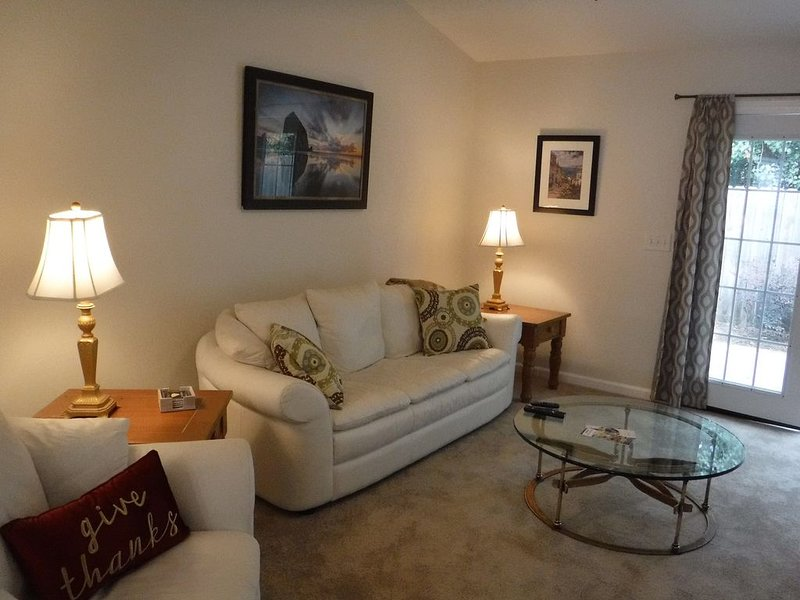 Peaceful Villa Comfortable/Convenient to all of Aiken, vacation rental in Graniteville