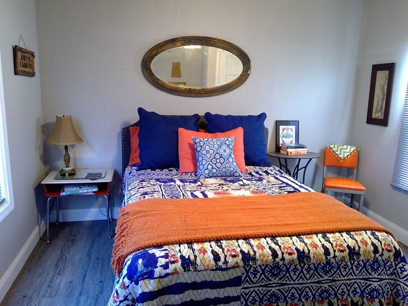 1938 Beautifully Renovated Cozy Midtown Charmer Close to Fairgrounds/Rt 66, holiday rental in Tulsa