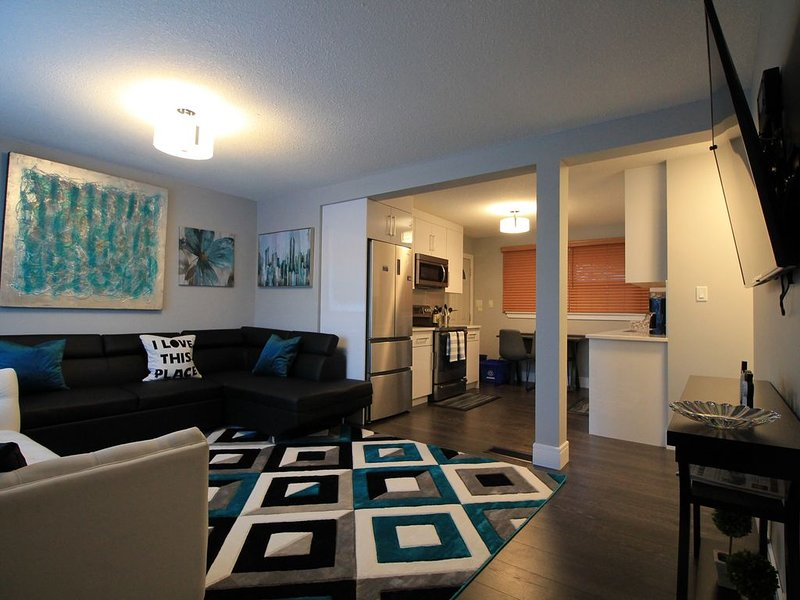 2 bedrm, 1 bath Home Close to WEM, w/ easy access to DT, holiday rental in Spruce Grove
