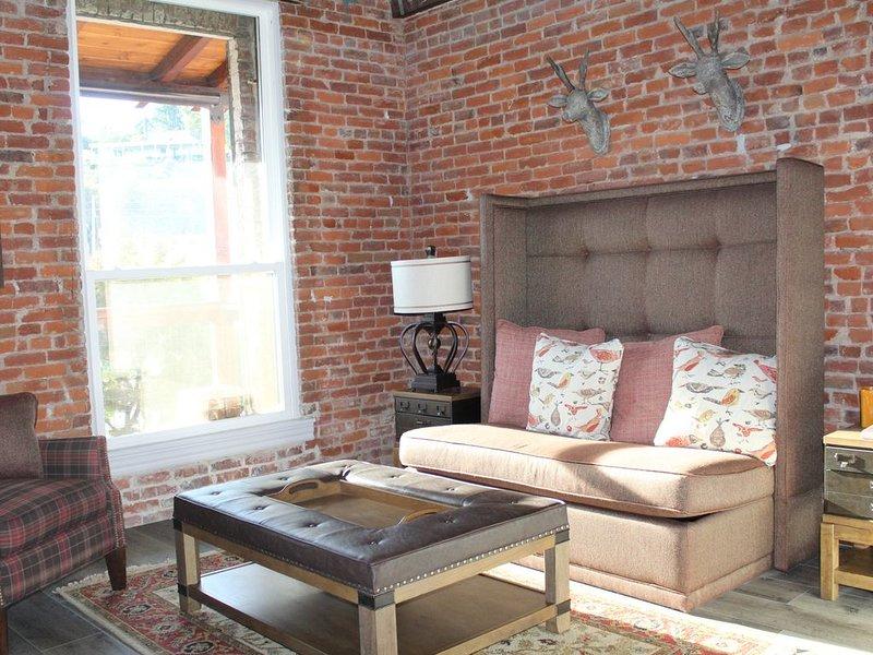 NEW Overnight Accommodations on Main St. Jackson, holiday rental in Barton