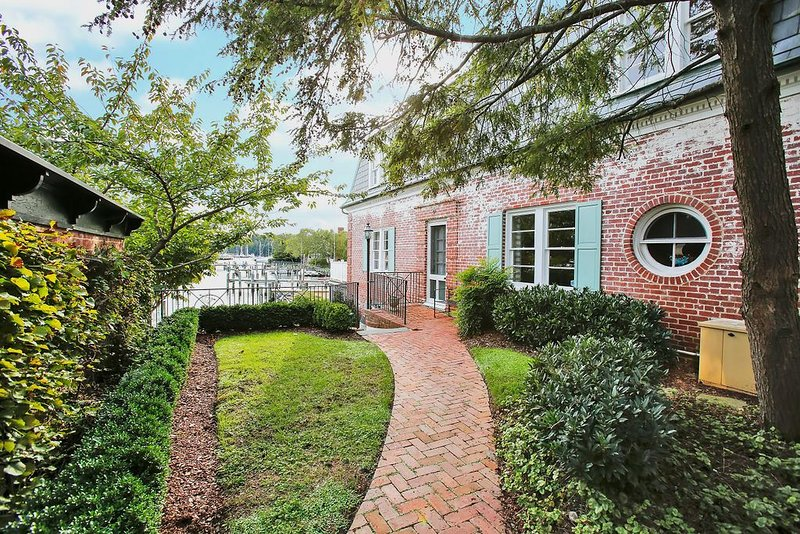 Charming waterfront home located in Downtown Historic Annapolis, aluguéis de temporada em Mayo