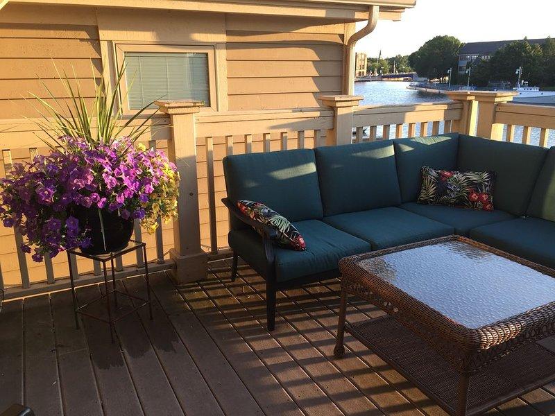 belo deck para relaxar e assistir os barcos
