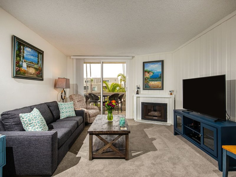 Beautiful Newly Remodeled Condo With Rooftop Deck And Ocean Views, vacation rental in Oceanside