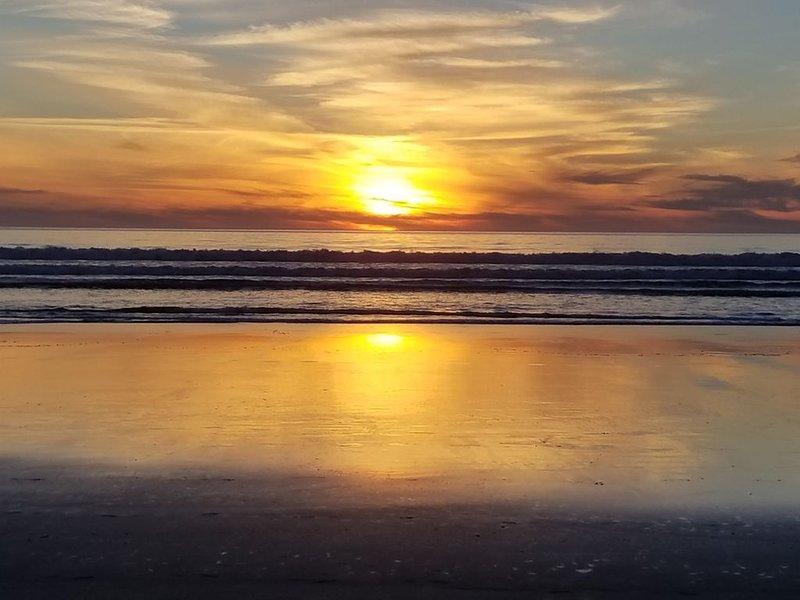 Observe la puesta de sol todos los días desde la comodidad de la sala de estar o balcón.