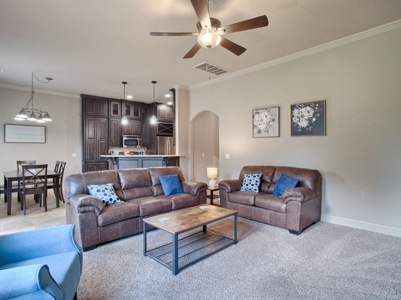 Home away from home! Just pack your suitcase!, vacation rental in Guthrie