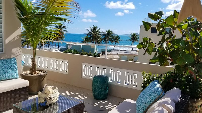 Couple's retreat steps from beautiful Luquillo Beach, holiday rental in Luquillo