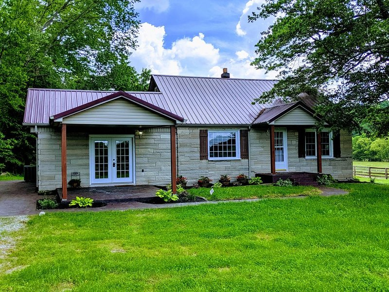 Secluded Creekside farmhouse, holiday rental in Somerset