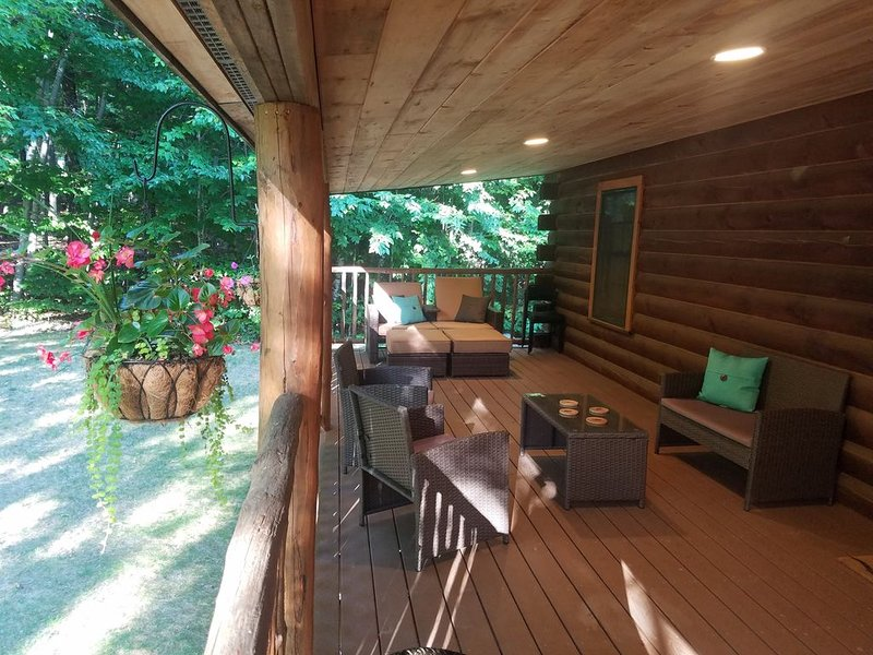 The Log Cabin in Gunstock Acres, vacation rental in Gilford
