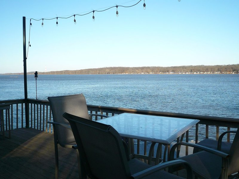 Relax On The Mississippi River Near LeClaire, holiday rental in Camanche
