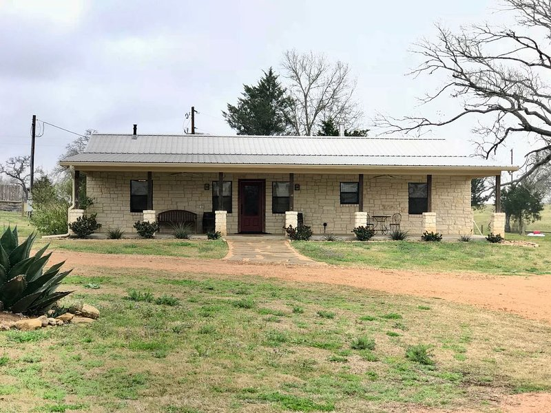 The Biggs House - StarHill Farms, holiday rental in New Ulm