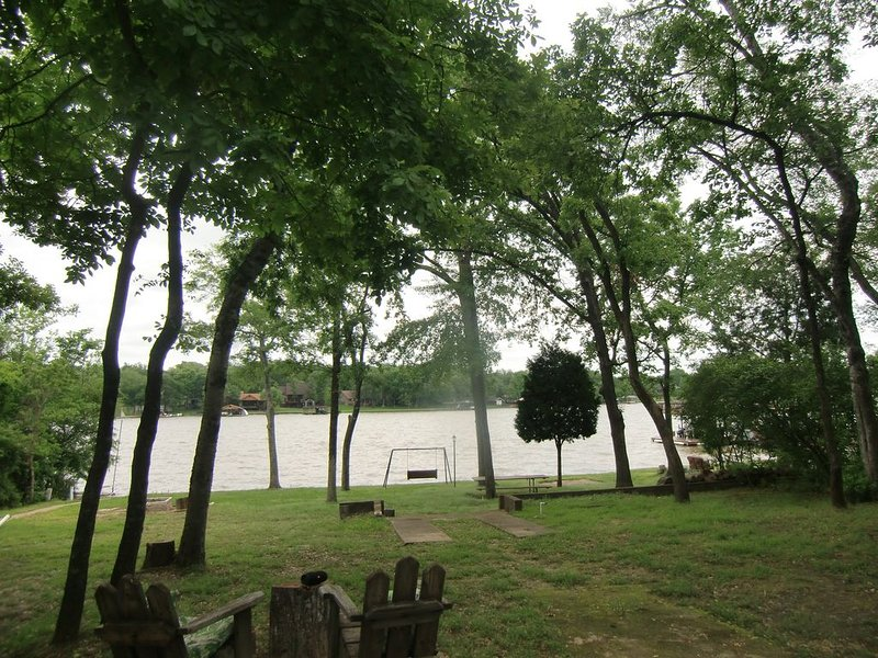 Beautiful Cabin for Two on Cedar Creek Lake, holiday rental in Eustace