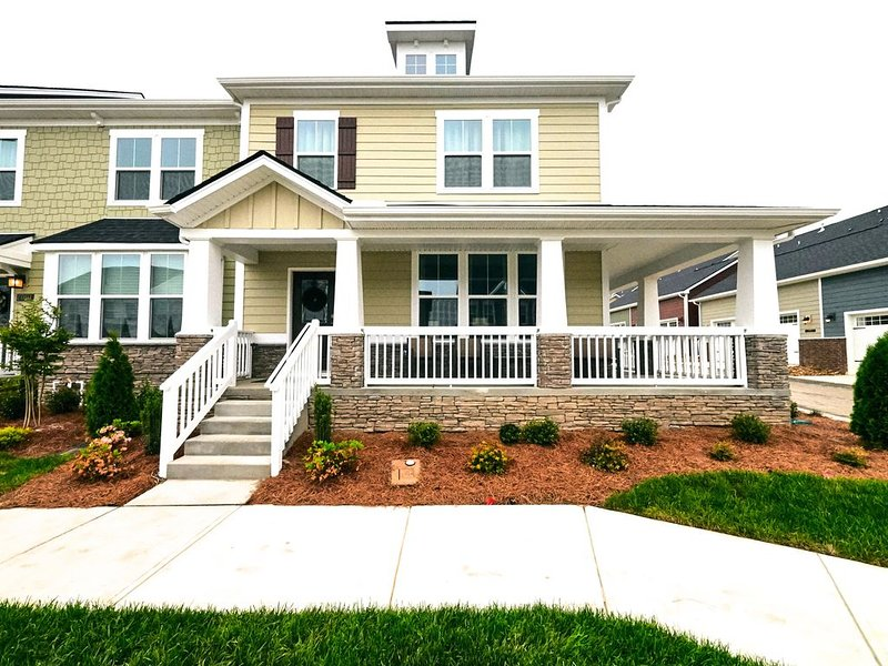 The Grey Havens: Spacious, Clean, Cozy, 3 bed., vacation rental in Spring Hill