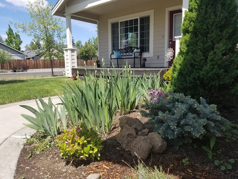 Cozy NW Mount Bachelor Home- Close To River Access, holiday rental in Tumalo