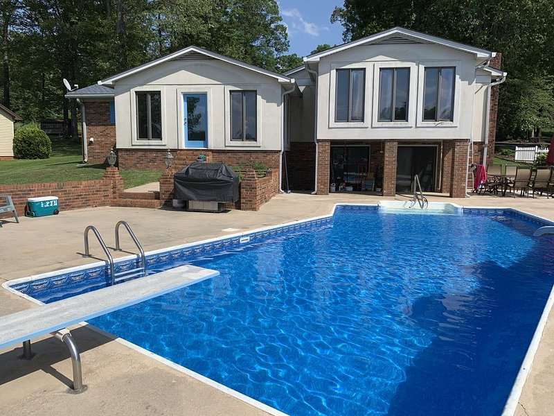 Waterfront on High Rock Lake! Salt water Pool and so much more, vacation rental in Gold Hill