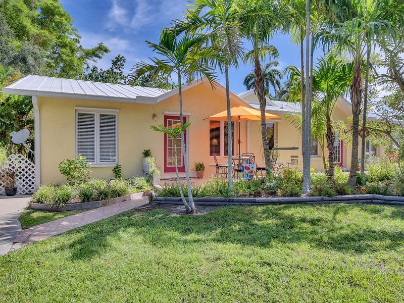 Your Naples Garden Guest House, holiday rental in Keewaydin Island