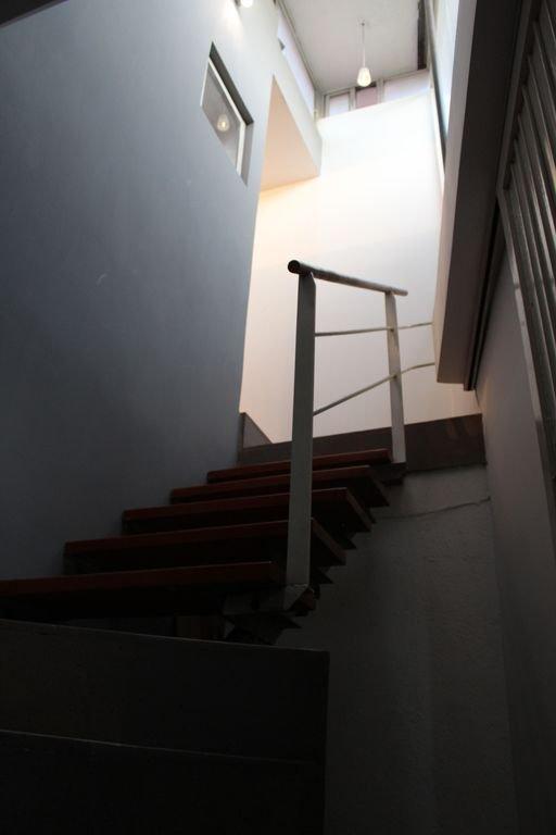 Entrée d'escalier à l'intérieur de l'appartement