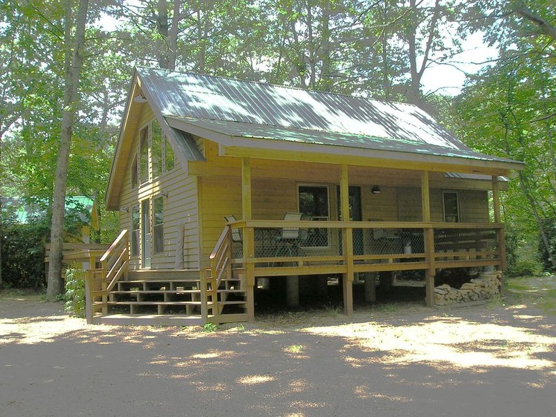 Rivers Edge Cabin, Little River, holiday rental in Roaring Gap