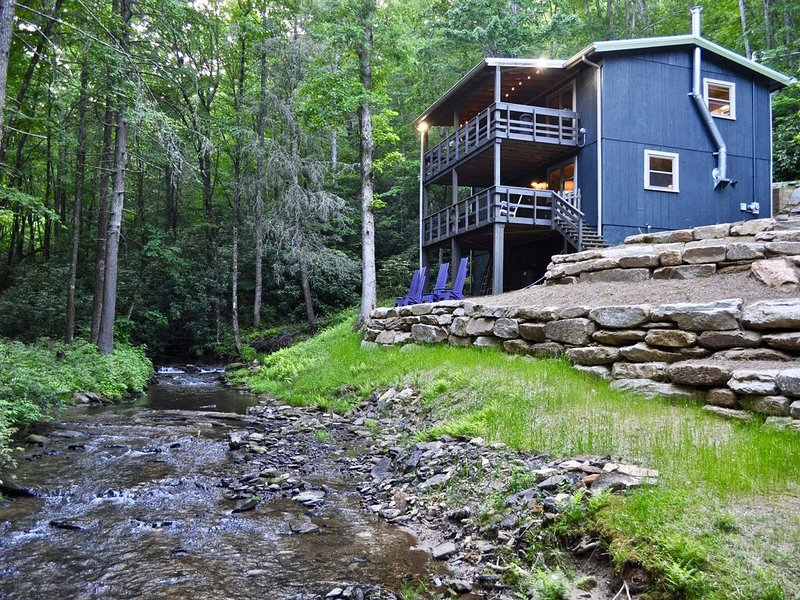 Rushing stream with privacy and seclusion, Ferienwohnung in Lake Toxaway