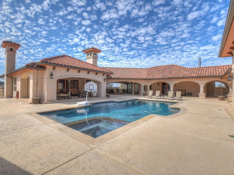Ranching luxury in the heart of the Texas Hill Country.  Rent a ranch., alquiler de vacaciones en Burnet