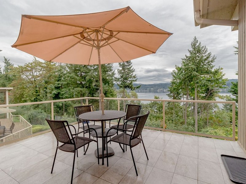 Scenic Lake View Guest House in Bellevue-A1, holiday rental in Bellevue