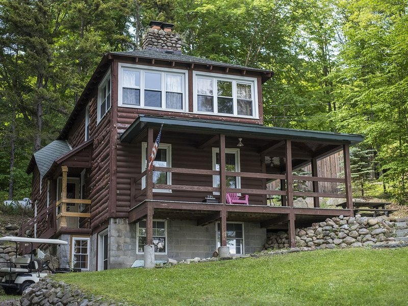 Renovated Lodge with Gorgeous Lake  Views, location de vacances à Old Forge