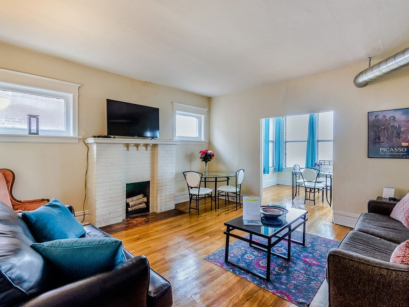 Artsy 1BR/1BA near Forest Park, Washington University & The Delmar Loop!, location de vacances à University City