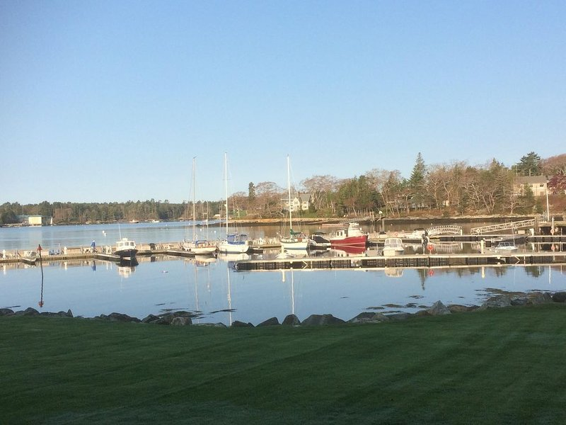 Lovely waterfront home, harbour-side setting, aluguéis de temporada em Boothbay Harbor