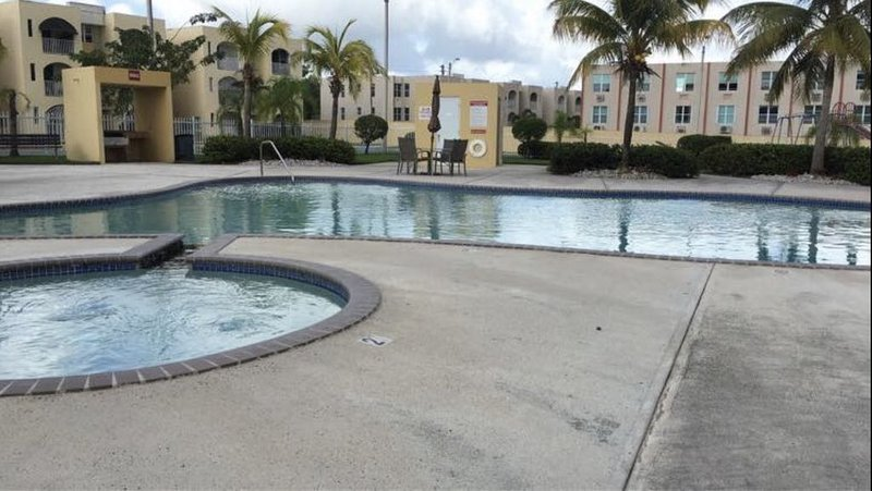 Just 16 mi from San Juan Airport, 3 BR Apartment with Pool, vacation rental in Canovanas