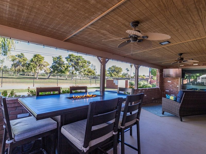 December Special * Awesome Mid-Century Ranch *Location* Minutes from Everything!, alquiler vacacional en Mesa