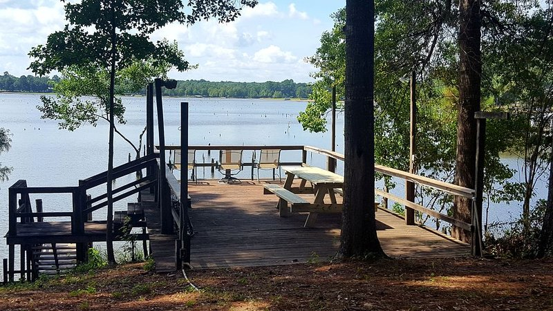 Waterfront Cabin on Toledo Bend Lake, alquiler vacacional en Zwolle