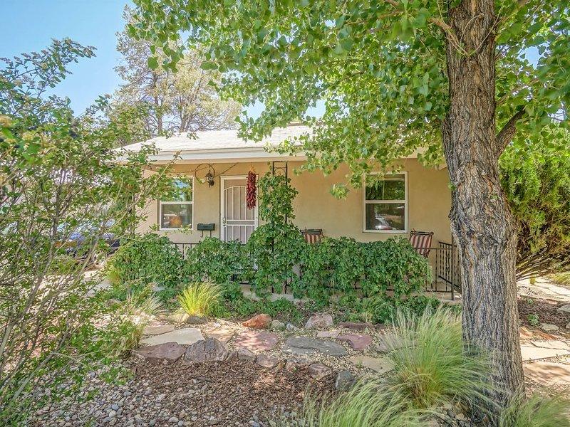 Peaceful, Green Valley Oasis Home, 2bd/1ba, aluguéis de temporada em Los Ranchos de Albuquerque