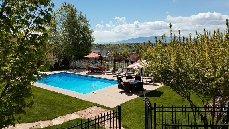 Utah Oasis Vacation heated pool, hot tub, play structure, trampoline, theatre, location de vacances à Lehi