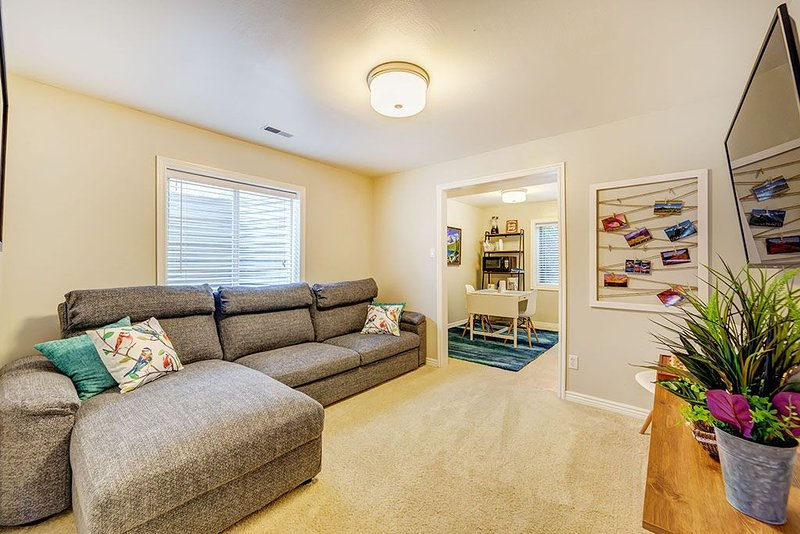 NEW LISTING Beautiful, New, Quiet - Discount 900 sq ft, 5 min to 1-15, Ski  shop, location de vacances à Saratoga Springs