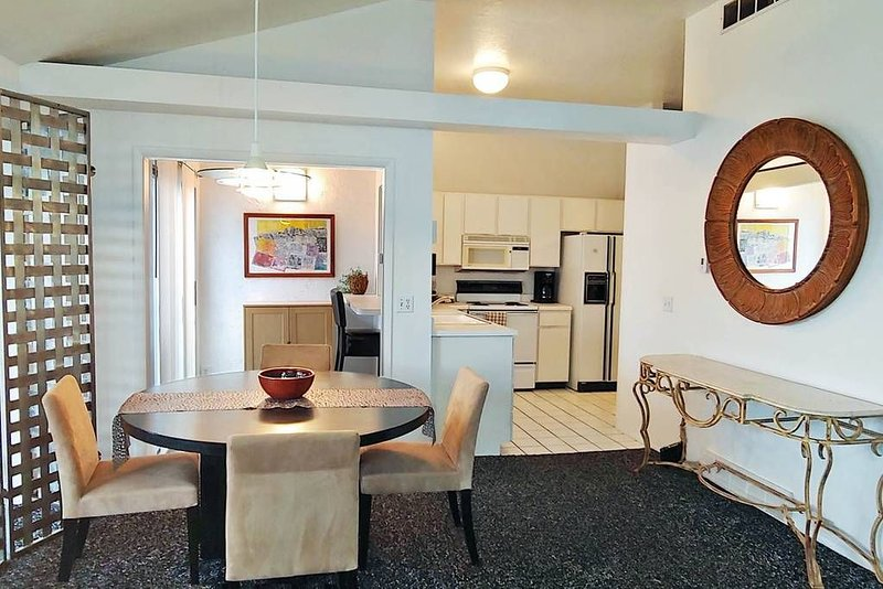MOUNTAIN VIEWS BEDROOM AT BASE OF CANYONS CLOSE TO 4 SKI RESORTS, aluguéis de temporada em Holladay