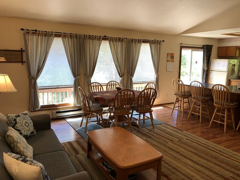 Ketchikan Northern Retreat - Two Bedroom Apartment with Cathedral Ceilings, vacation rental in Ketchikan