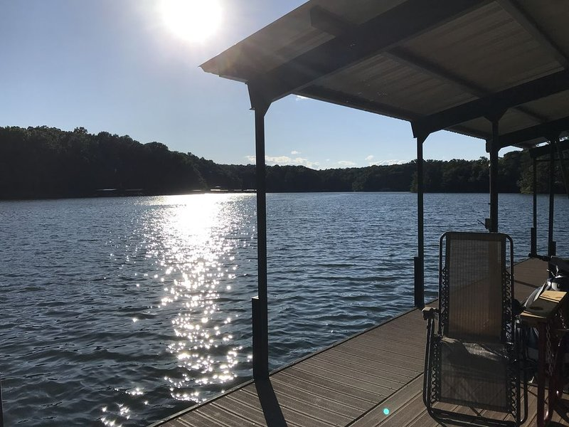 Private 2+ wooded fenced & gated acres on lake - designed for extended family, vacation rental in Hartwell