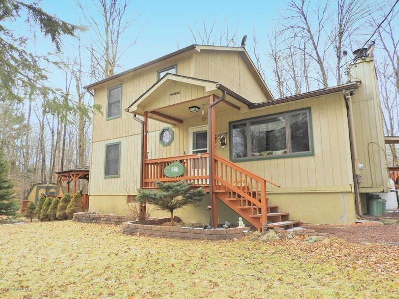 Tranquil Getaway  with Skiing, Indoor Waterparks, and Snowboarding, vacation rental in Pocono Lake