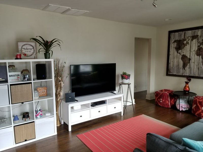 NEW LISTING: California Vibes in the ATL - centrally located to EVERYTHING!, vacation rental in Ellenwood