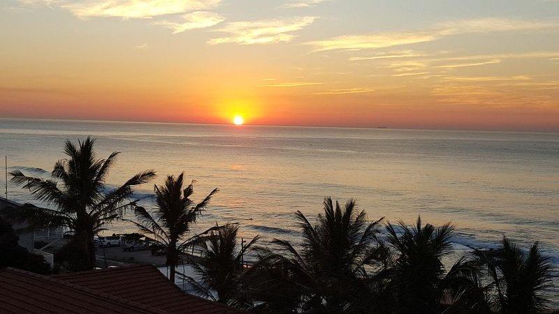Beach Music, Umdloti Beach, sea views. Airport 9.2km. Newly decorated. 5 Star, vacation rental in Umdloti