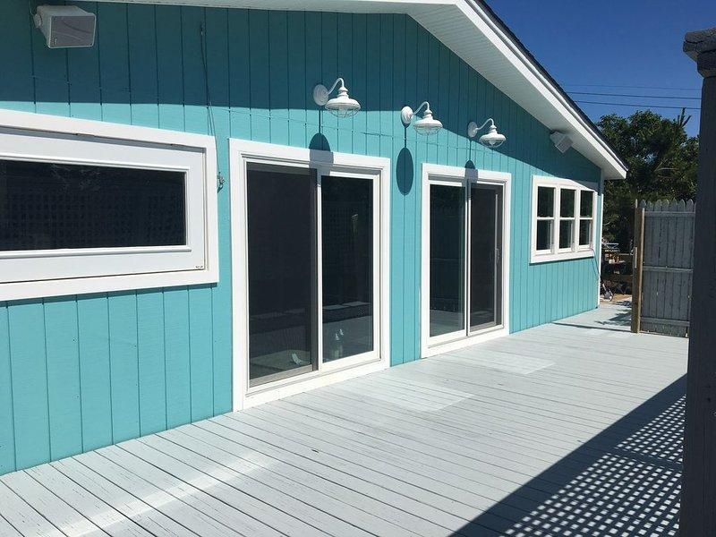 Davis Park,  ***. -Bay views. Newly Renovated 4 bed/2 bath house w A/C, aluguéis de temporada em Cherry Grove