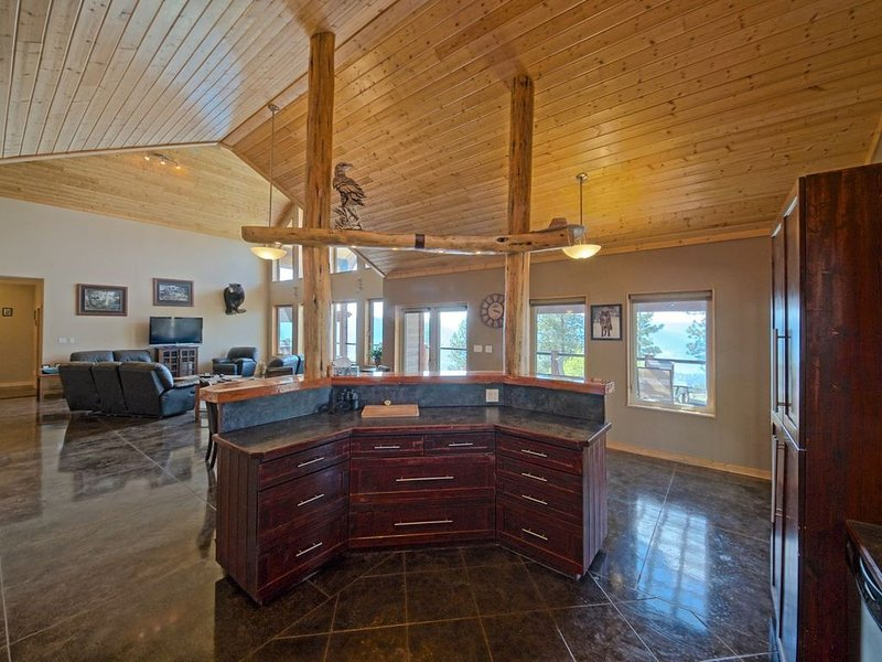 Stunning Post and Beam Home with the best views in the valley, wheelchair acc., holiday rental in Okanagan Falls