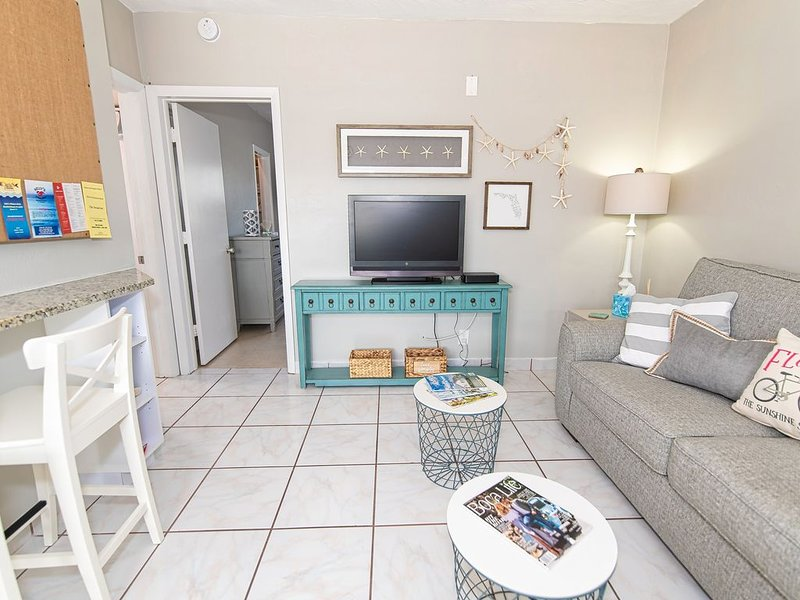 Deerfield Beach Condo only steps to the sand., vacation rental in Boca Raton