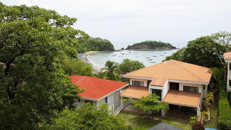 Beach Front Conde #32, Los Almendros Ocotal, 2 Bedroom 2 Bathroom, location de vacances à Playa Ocotal