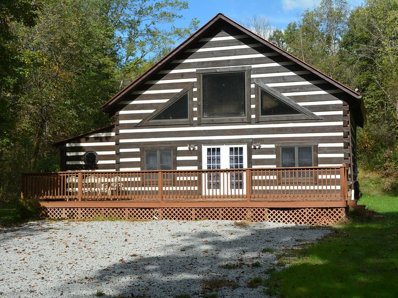 Relaxing Log Cabin Sleeps 6, location de vacances à Haydenville