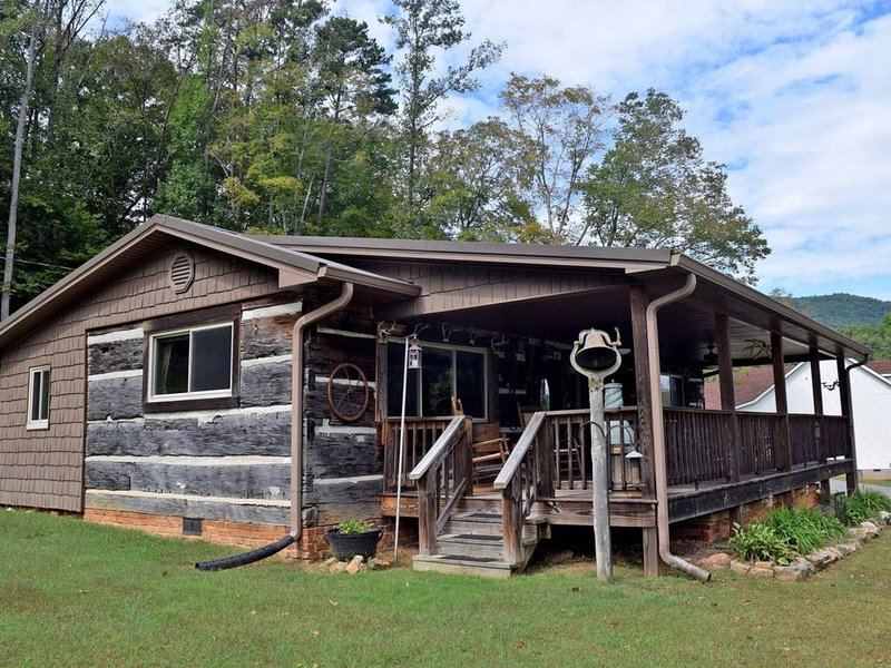 Mountain View Cabin/With beautiful views of the mountain and Tennessee river, holiday rental in Whiteside