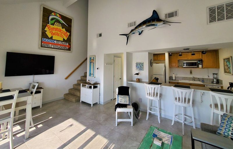 Family Perfect Waterfront Condo / 2 Full Baths / Sleeps 6 / Reserved Parking, holiday rental in Pensacola Beach