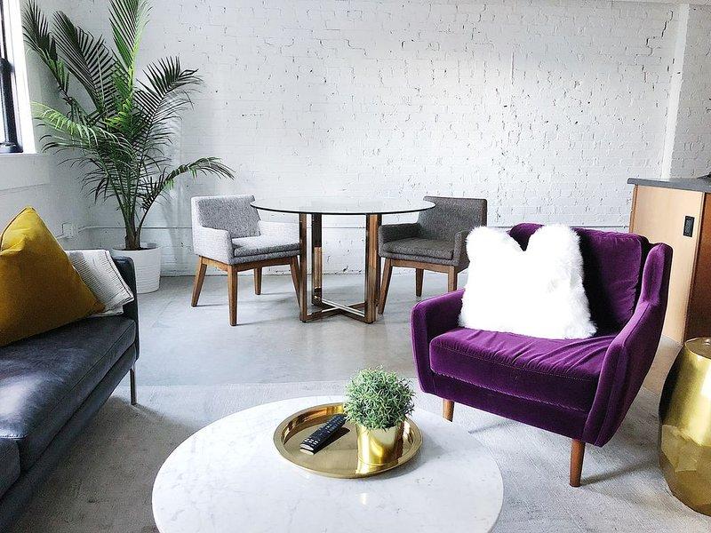 Cozy Luxury Loft in Center of Downtown, alquiler de vacaciones en Shiloh