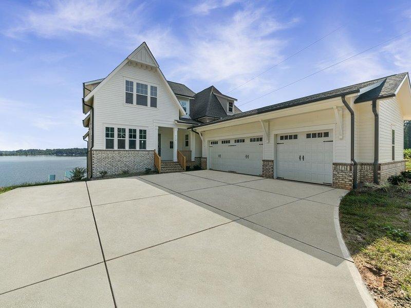 Brand New Luxury Waterfront Lake House, sleeps 21, aluguéis de temporada em Terrell