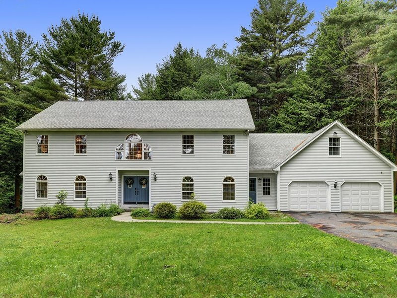 Grand Colonial Home in the Heart of The Berkshires, alquiler vacacional en Hancock