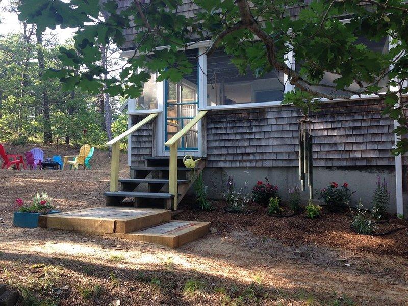 A perfect Wellfleet vacation spot!  Just renovated - charming and quiet cottage, casa vacanza a Wellfleet